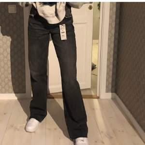 Zara Jens som är mid Waits. De är långa på mig som är 172 cm. Jätte bra skick. Lånade bilder men kan ta egna💗köp direkt för 300