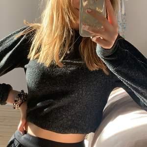 stickad tröja köpt på vero moda för ett år sedan, använd två tillfällen , superskön och mysig tröja .