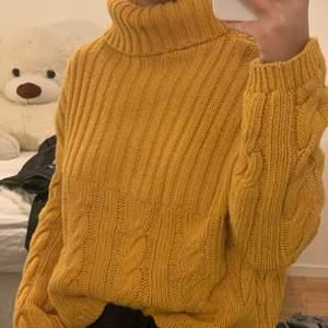 Stickad tröja, varm och skön💛