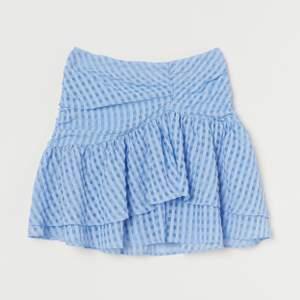 Söker denna blå kjol ifrån hm i storlek 34,36 eller 38!! Kan betala bra