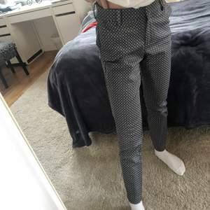 Snygga kostymbyxor från HM i nyckick! Jag är ca 160cm. Storlek 34!