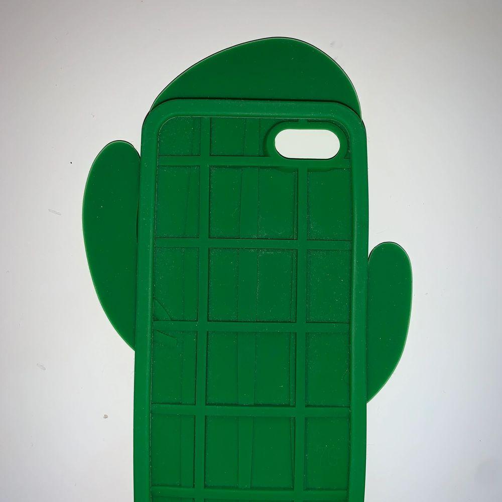 Ett grönt kaktus skal i silikon matrial som är böjbart. . Övrigt.