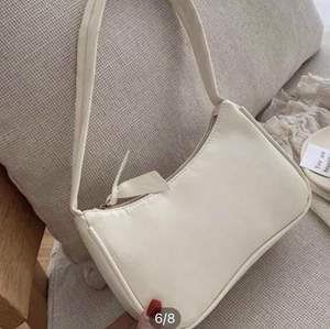 Säljer denna superfina väska i fint skick! Bilderna är från nätet
