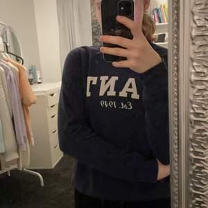 Väldigt fin mörkblå gant tröja. Kommer inte till användning och därför säljer jag den. Köparen står för frakten💕