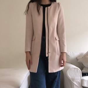 Jättefin kappa i storlek 36. Säljer pga lite för kort i armarna för mig.