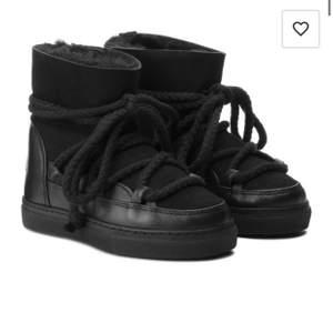 Säljer mina jättefina skor från Inuikii!! Dom är köpte under vintern men inte kommit till så mycket användning eftersom de inte är min stil längre! Köpts för 2600kr och frakten är 99kr och du kan även spåra ditt paket då❤️ skriv för mina egna bilder