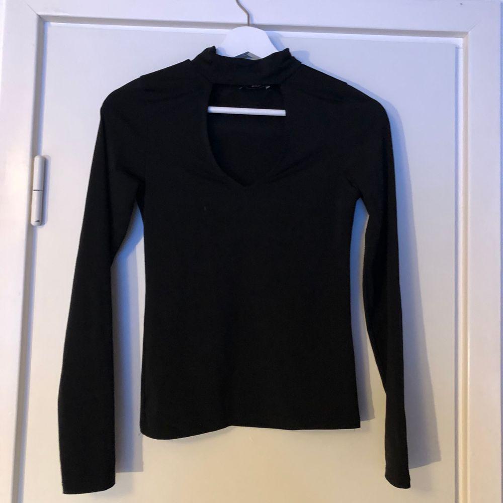 Svart sexig tröja från bikbok i bra skick. Toppar.