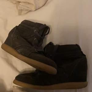 Säljer nu mina pavement skor, super fina knappt använda. Storlek 38