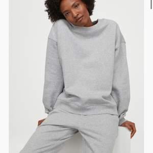 En superfin grå college tröja som tyvärr inte kommer till användning. Jätte skön o varm och även lätt att styla till ett para snygga jeans t.ex💗 Kan mötas upp i Sthlm eller frakta!