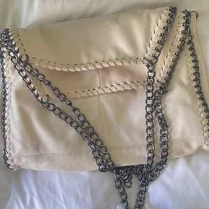 Superfin Stella McCartney liknande väska som är köpt secondhand! Fint skick, frakt tillkommer🤍🤍