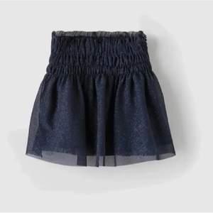 Säljer denna populära kjol från zaras barnavdelning, passar mig som vanligtvis har S möts i stockholm eller står köparen för frakten! Köp direkt för 300
