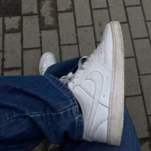 Såååå fräscha tennis court skor från Nike🌟 inte alls använda särskilt mycket, därav att jag säljer, och i utomordentligt skick🙇♀️