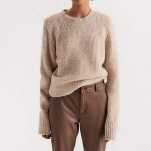Beige jätte fin stickad tröja! Använd 1 gång ☺️ från Lindex i alpacka, nypris 499