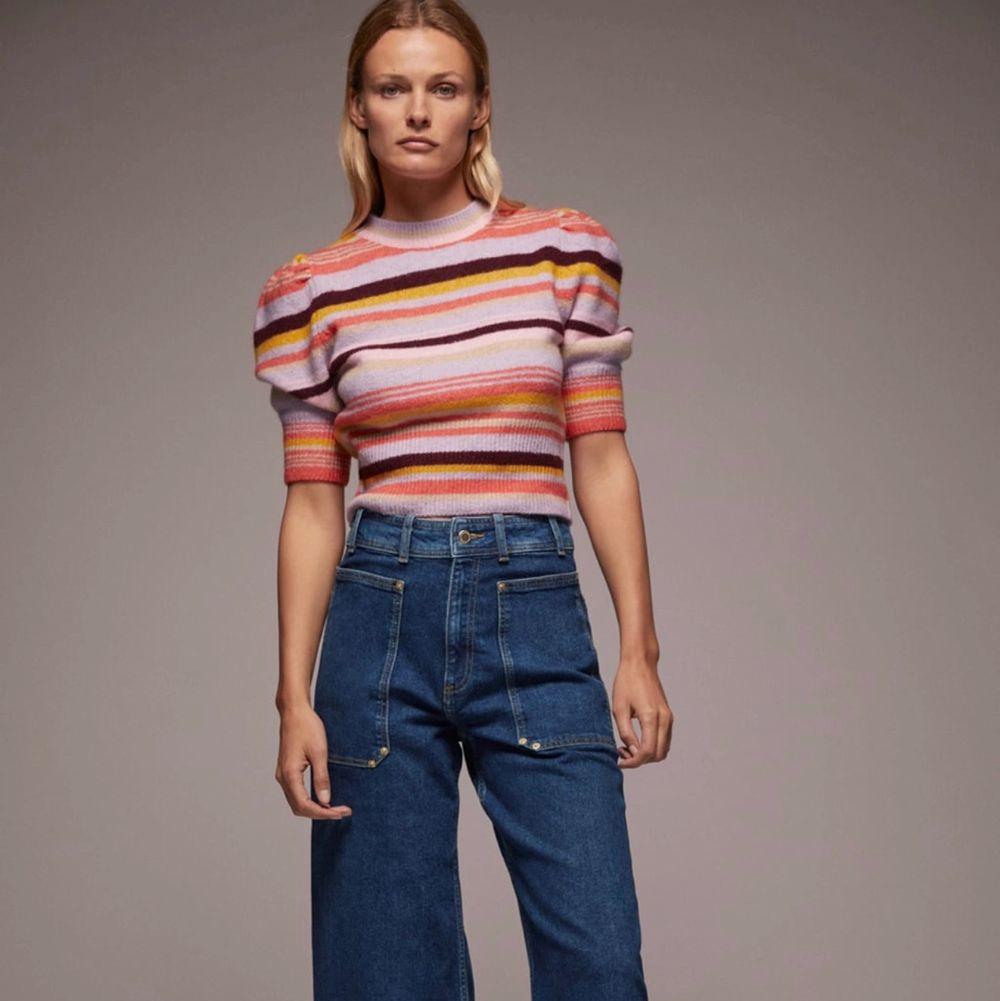 Helt ny stickad tröja från Zara! Super cool och svin skön! Storlek M, säljer pga att ja köpte två likadana.... Stickat.