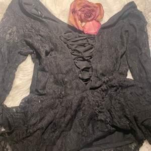 Svart spetsig gothic tröja 🖤