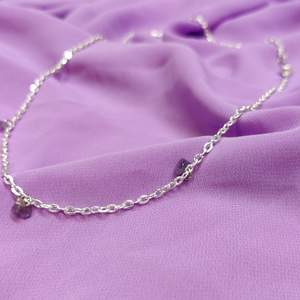 Superfint halsband med lila stenar✨ skriv gärna om du har frågor eller är intresserad