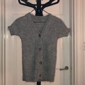 Jättesnygg stickad grå tröja
