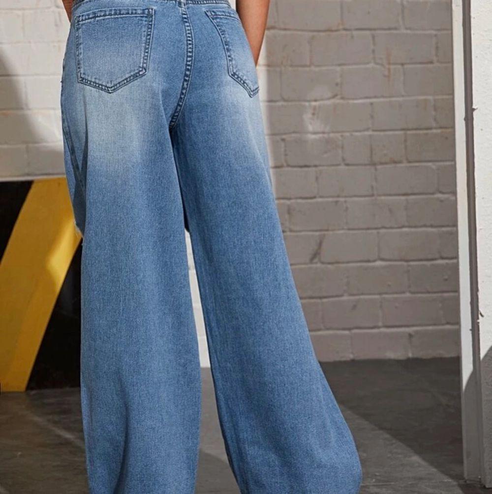 Fleerjeans i nytt skick bara testat en gång men tyvärr så passar den inte mig, men annars väldigt fin kvalite och fin blå färg. Vilgot fin sommaroutfit tänkter jag med ett par nike skor!☺️. Jeans & Byxor.