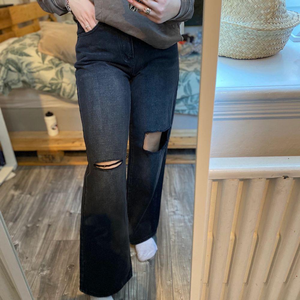 Vida jeans vet inte från var! Super sköna och luftiga! Super snygga till oversized tröjor! Storlek 38/36 aldrig använda. Jeans & Byxor.