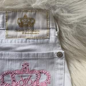 💗💗 säljer nu dessa Victoria Beckham jeans som är helt oanvända, är ej helt säker på vad nypriset va men skulle gissa på omkring 5000, BUDA!!! 💗💗