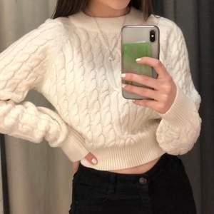 SÖKER denna tröja från bikbok i storlek XS, hör av er om ni säljer eller vet någon som gör det‼️