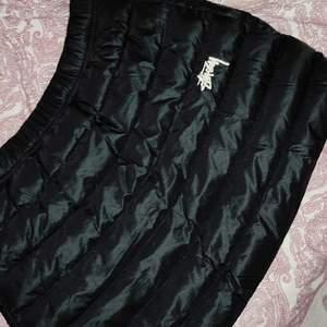 Nike stussy kjol i svart st m .helt ny .kostar 3000 ny