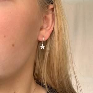 Stjärnörhängen som passar till allt för endast 85kr inklusive frakt ✨