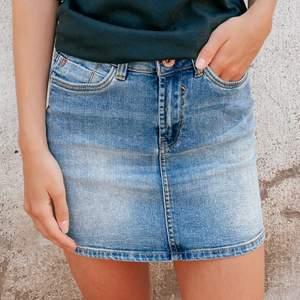 Säljer en jeanskjol från garcia i storlek 152 cm, nyskick, 150 kr + frakt