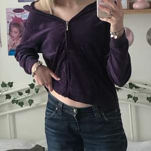 jättefin lila zip-up som jag köpt second hand. liknar juicy couture.
