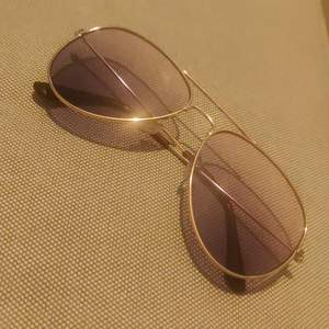 Sunglasses with ombre lense and gold frame