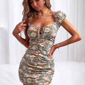 Super söt klänning i Strl xs .