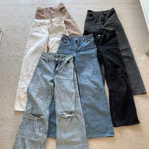 Hej! Säljer dessa monki yoko jeans pga att de nu börjar bli för små. Alla är storlek 24. Mer info i dm! 170kr styck. 💙 köptes för 400kr styck! Leverans tillkommer. De blåa utan hål, med hål, de vita och de gråa är nu sålda.
