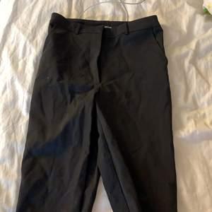 Svarta kostymbyxor från bik bok i storlek 36 (S). Använd ett fåtal gånger så är i bra skick❤️