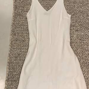 Very vintage white holter top dress in size S it is like a mid length for me 155cm so it would be a mini dress for 160-165cm