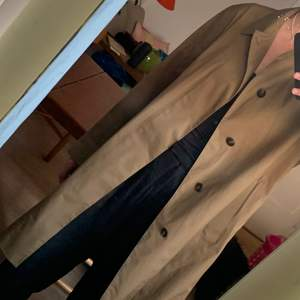 Water resistant coat from Uniqlo. Sand/brown color