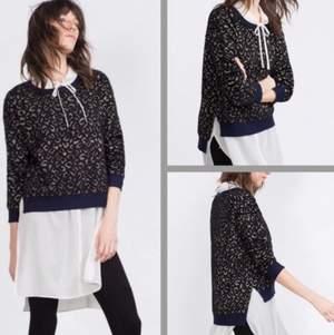 """Stickad tröja från Zara med leopardmönster i """"glittertråd"""". Mörkblå tröja och glittret är guldigt. Väldigt mjuk och skön. Storlek S. Fint skick utan anmärkningar.  Rök- och djurfritt hem."""