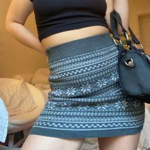 Superskön stickad kjol! 100kr eller högsta bud
