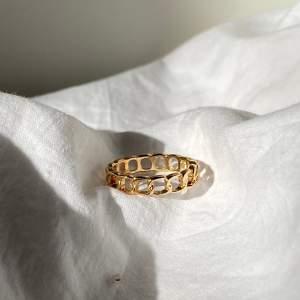 Så fina simpla ringar 💕 kostar 50kr + 12 kr frakt ❤️ ❗️man får med några andra ringar som surprise❗️storlek XS skulle jag säga