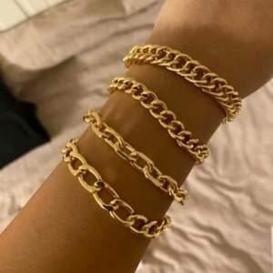 Säljer dessa fyra kedja armband. Från shein. Säljer för rodiet jag köpte för, aldrig använda ej min stil. 50 plus frakt/mötas