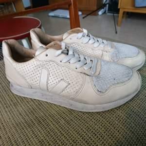 Cremevita VEJA-skor i äkta läder! Fint beg-skick, storlek 38🌻