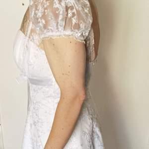 Säljer denna klänning jag köpte av Förste ägaren, jag använde den aldrig då vi skulle