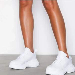 Ascoola chunky sneakers från Nelly, endast testade!!💗 Var lite för stora på mig så provar att sälja dem här🌸 Frakt 66kr💗 Inte mina bilder men bara att skriva om ni vill ha fler bilder eller har frågor!💗
