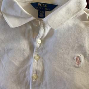 Säljer denna långärmade polo Ralph lauren tröja i strl. 16 år motsvarande XS-S 😊