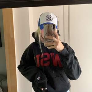 Skit ball champion hoodie, köptes här på plick. I väldigt fint skick!! 😍