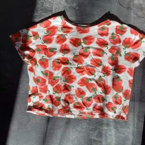 Jätte rolig t-shirt med paprika tryck! Jätte skön och mysig, djur finns i hemmet! Meddela mig för mer information!