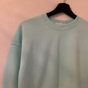 Härlig mintgrön sweater från Pull&Bear. Mycket sparsamt använd.