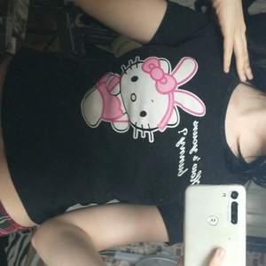 jättesöt hello kitty tröja!! typ babytee