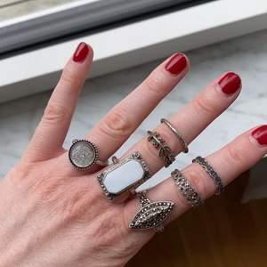 Jättefina ringar som tyvärr inte kommer till användning längre 💕 1st = 30kr, men billigare om du köper flera. Frakt från 12kr!