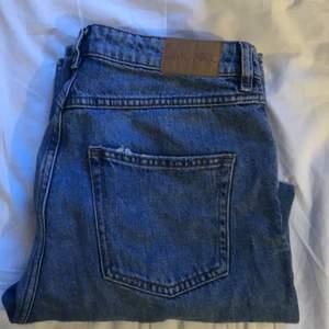"""Jeans från monki i modellen mozik """"mid waist wide leg"""""""