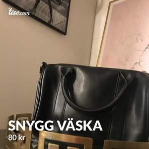 Snygg svart väska, 80kr🥰